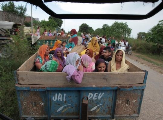 Chilayari women leaving war struck area