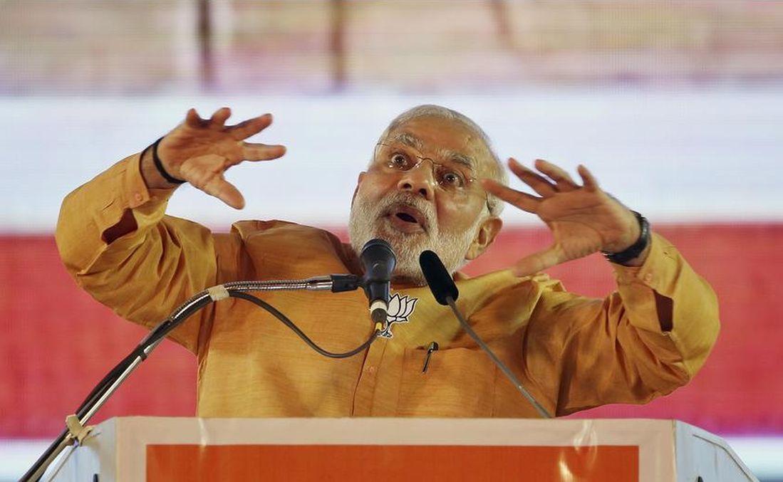 Narendra Modi addresses a public rally in Maharashtra