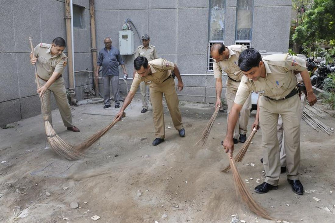 The staff of Mayur Vihar Police Station cleaning their premises
