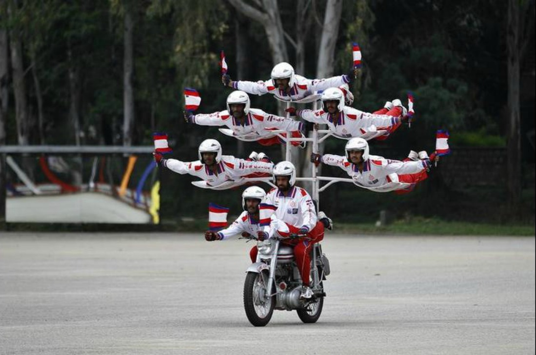 motorcycle display team of the Indian army