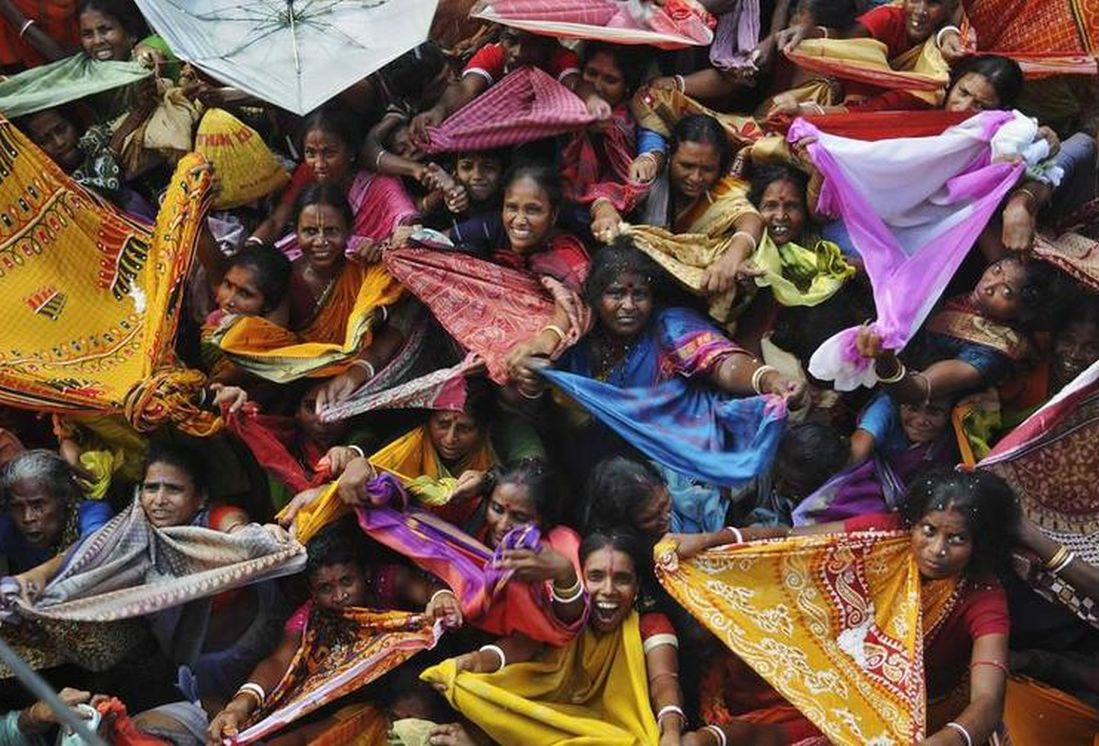 Devotees at Annakut festival in Kolkata