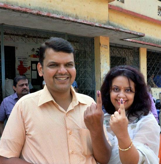 Fadnavis maharashtra with wife