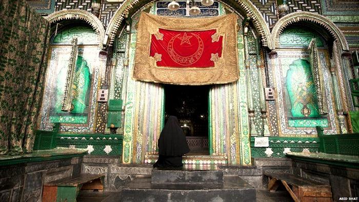 Kashmir Muslim saint shrine
