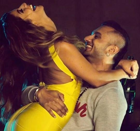 Honey Singh with women