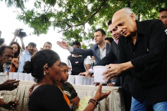 Mahesh Bhatt takes the rice bucket challenge
