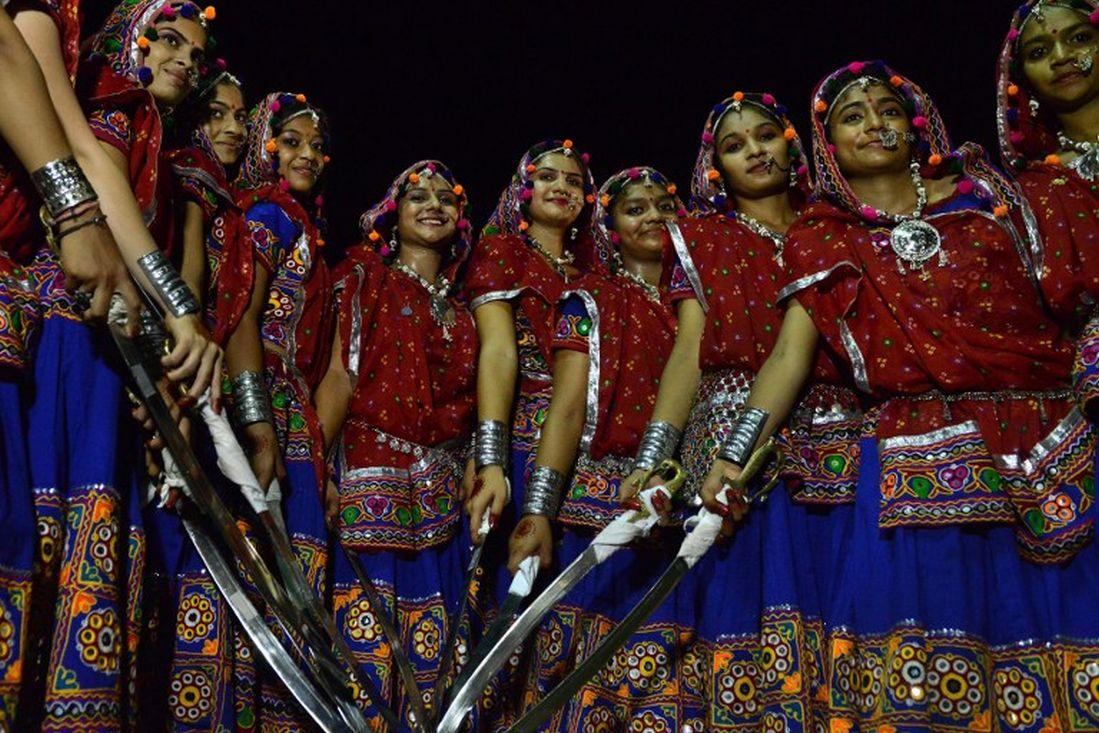 Rajput girls pose prior to the start of 'Talwar No Garbo'