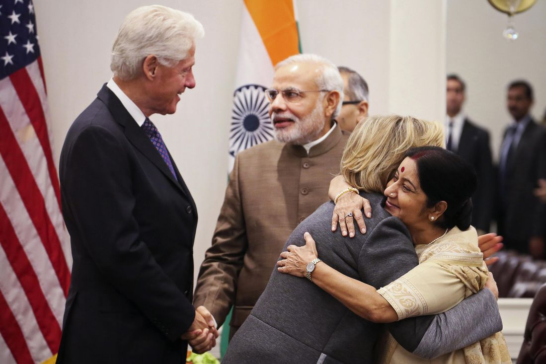 Hillary Clinton embraces Sushma Swaraj ,Bill Clinton shakes hands with Narendra Modi