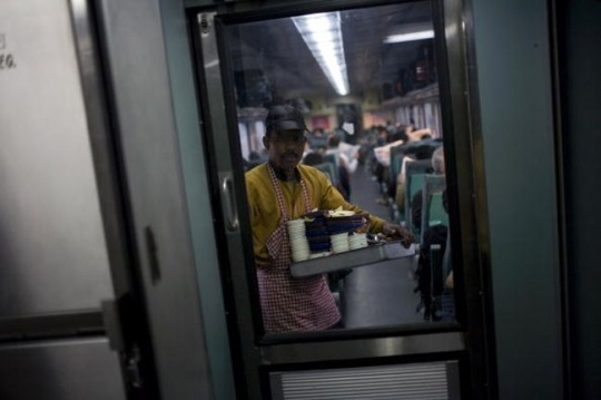 Soon Order Food of Your Choice Through SMS Onboard Train