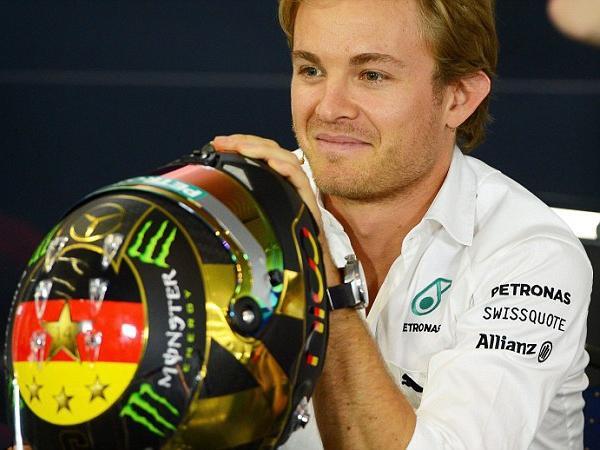 Check Out How F1 Star Nico Rosberg Uses Sanitary Napkins