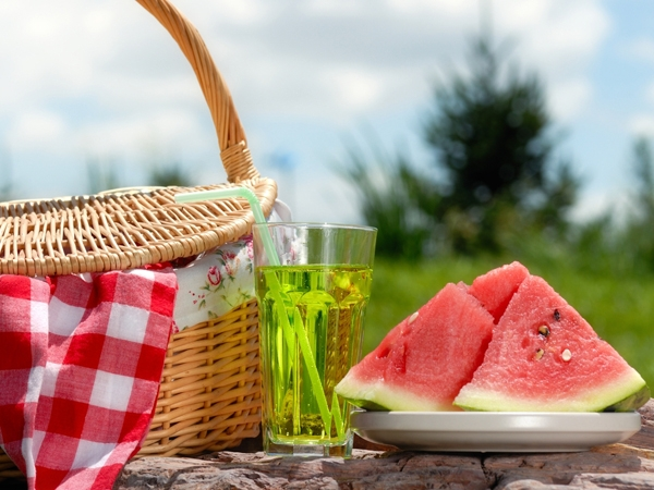 Eat Light, Eat Right: 7 Healthy Summer Foods & Drinks