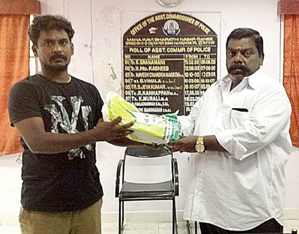 Ramesh hands over the cash to Mr M R K Lingam