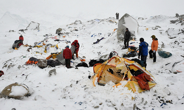 Climbers stuck in ther camps after everest avalanche