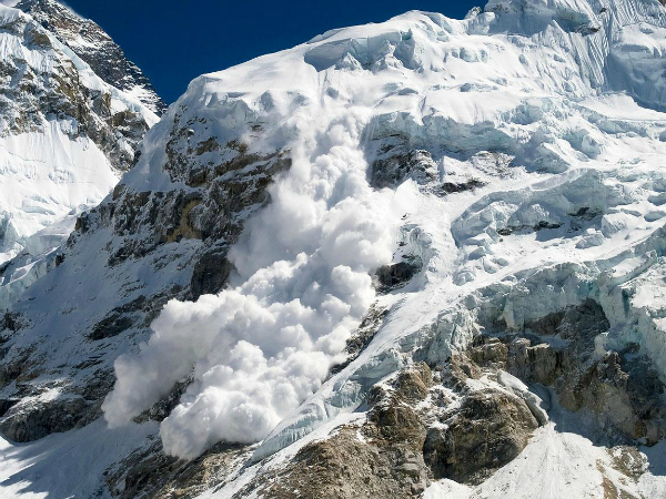 A huge avalanche hits Mt. Everest