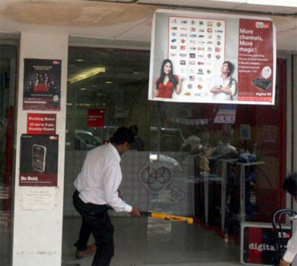 MNS attacks airtel store