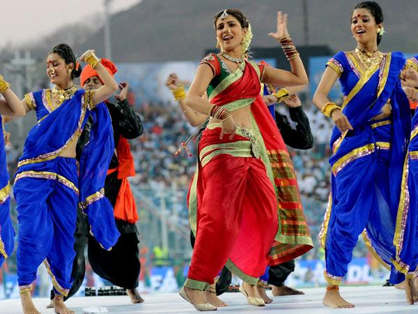 Priyanka Chopra performing in the IPL 5 opening ceremony