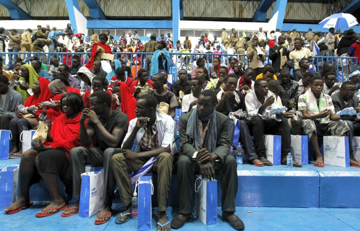 Relatives wait Kenyan Massacre