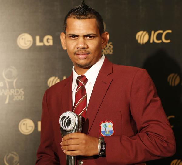 Sunil Narine receiving ICC emerging player of the year award