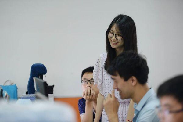 china IT cheerleader techinasia