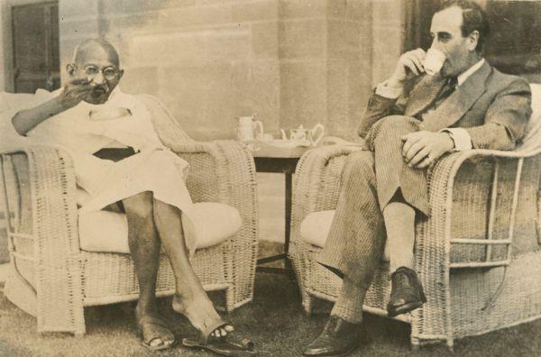 Gandhi and mountbatten