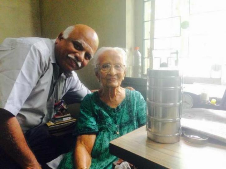 borivali man mark dsouza free lunch to elderly