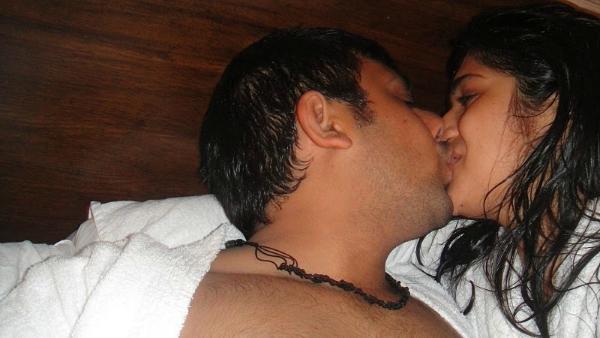 couple india kissing