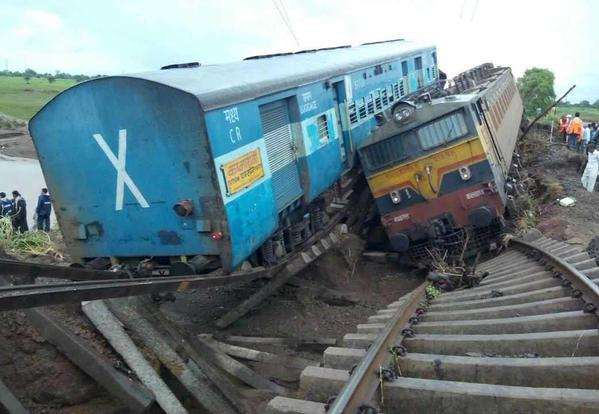 27 Dead As #TwinTrainTragedy Hits Madhya Pradesh,Nearly 28000 Died In Rail Accidents Last Year