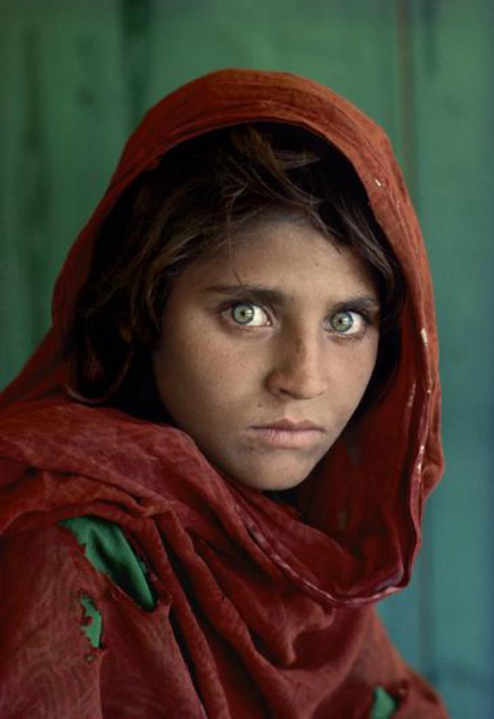 Afghan girl with green eyes