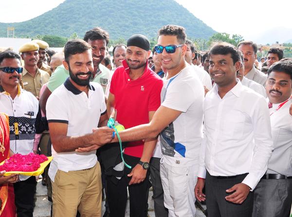 Bhajji and Yuvi with Balaji and Karthik