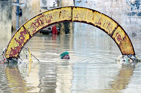 chennai rainfall drowning man