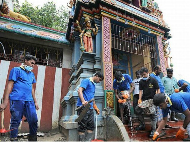 Muslim Group Is Helping In Cleaning Temples
