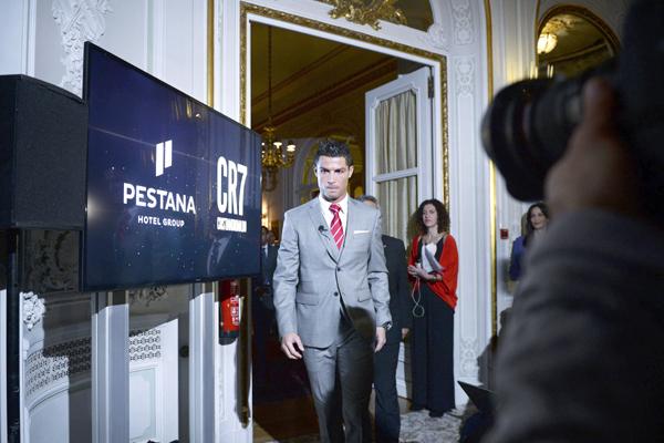 Ronaldo walking out of Pestan hotel