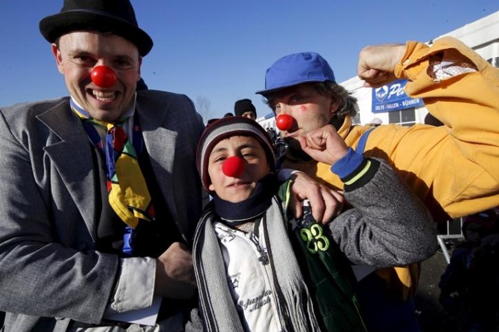 Red clown doctors 8