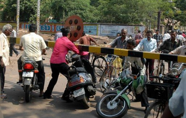 This Innovation by IIT Kanpur Could End Accidents At Unmanned Railway Crossings