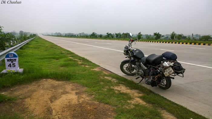 30,000 KM, 300 DAYS, 200 PHOTOS,2 POEMS AND 7000 WORDS FOR A JOURNEY ACROSS INDIA ON ROYAL ENFIELD