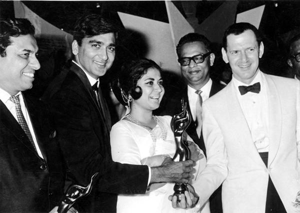 meena Kumari, Tony Radall and Sunil Dutt