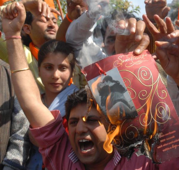 Delhi valentines day protest