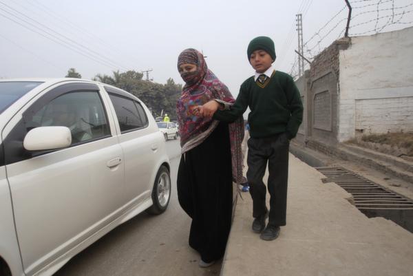 mother son peshawar school