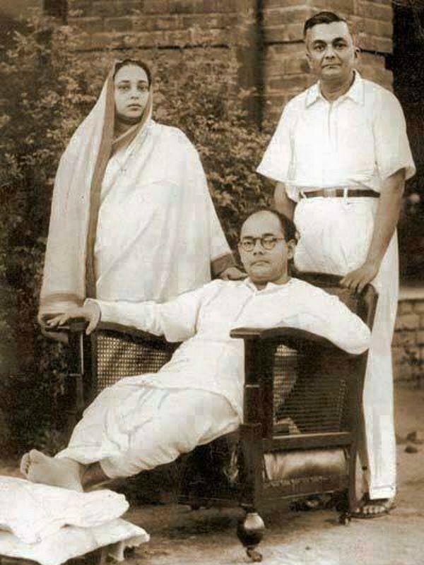 Netaji Subhas Chandra Bose with his parents