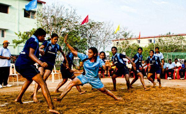 women playing kabaddi