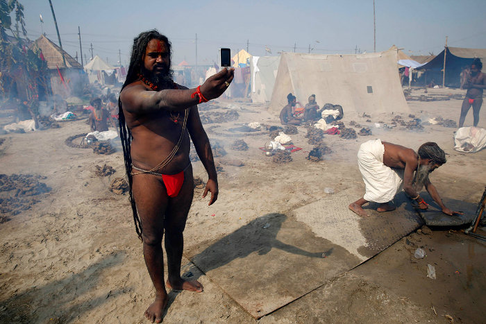 Even sahus love selfies