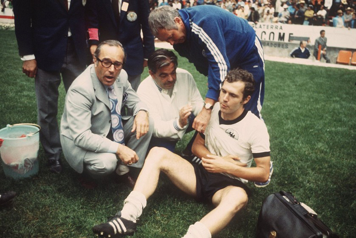 Franz Beckenbauer broke his collar bone but continued to play with his arm in a sling against Italy in the 1970 World Cup