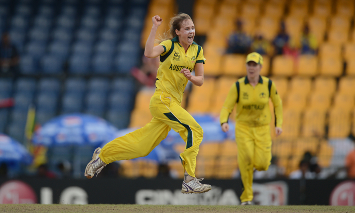 Ellyse Perry had an injured ankle but she still helped Australia become the World Champions