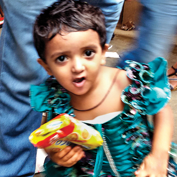 zoya khan road accident 3 year old