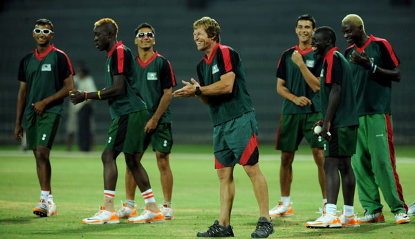 Jonty Rhodes with Kenyan team