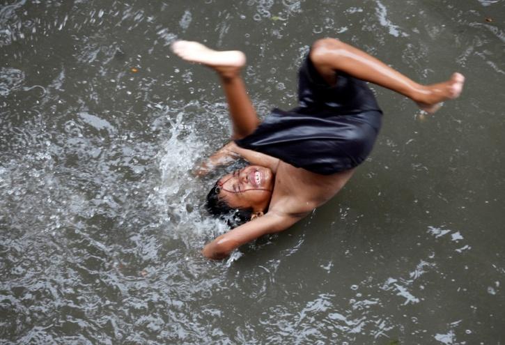 boy kolkata floods