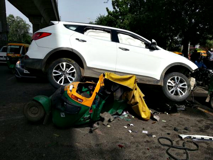 SUV crushes Auto in Gurgaon Shooting