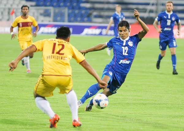 Thoi Singh (right)