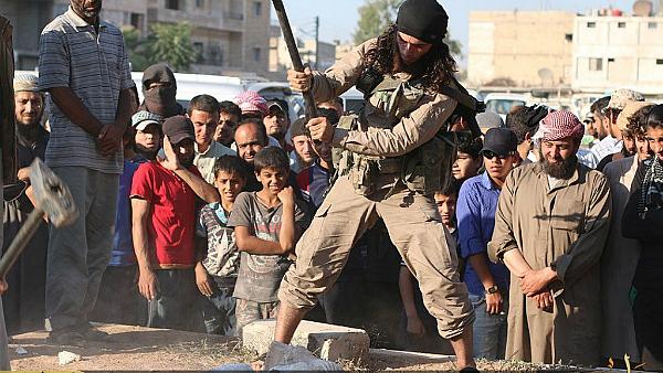 ISIS destryoying art