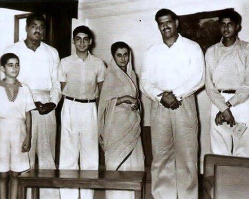 Dara Singh with Indira Gandhi , Rajiv and Amitabh Bachchan