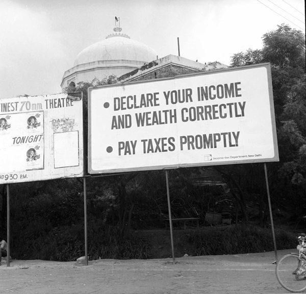 Slogans for government intiatives during the emergency in Delhi